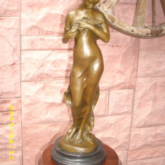 statueta bronz-fata cu porumbel