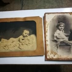 2 Foto vechi, mari, pe carton. Atelier foto Cernatui. Poze copii,jucarii,bebelus