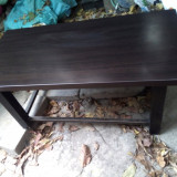 Masa joasa din lemn de nuc