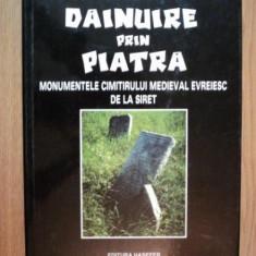 DAINUIRE PRIN PIATRA , MONUMENTELE CIMITIRULUI MEDIEVAL EVREIESC DE LA SIRET de SILVIU SANIE , 2000
