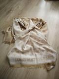 Esarfa Casmir Louis Vuitton, Din imagine