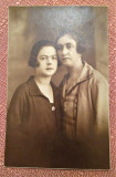 Doua femei - Fotografie datata 1925, Bucuresti, Sepia, Portrete, Romania 1900 - 1950