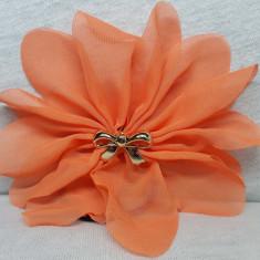 Elastic par tip floare, cu fundita din plastic, culoare portocaliu deschis