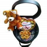 Cumpara ieftin Cutie tip geanta din piele cu Ursulet ,Cutie flori si Ciocolata