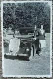 Domnisoara cu automobil de epoca, numere Bucuresti// fotografie