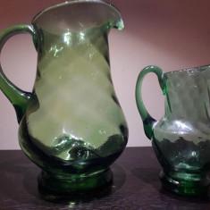 Doua carafe romanesti sticla verde RSR perioada comunista