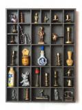 Cumpara ieftin Dulapior tip vitrina, raft ce contine 29 miniaturi figurine de colectie