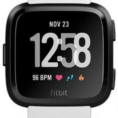 Ceas activity tracker Fitbit Versa, Bluetooth, NFC, Rezistenta la apa (Alb/Negru)