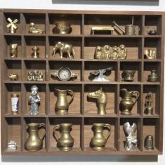 Vitrina miniaturi din bronz.
