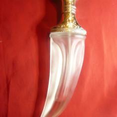 Sticla de Parfum in forma de Iatagan ,h=22,5cm ,metal si sticla matuita