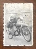 Impresionanta fotografie veche - copii pe motoreta de Cluj, Alb-Negru, Transporturi, Romania 1900 - 1950