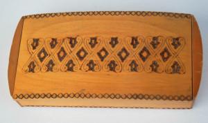 Cutie veche din lemn, pirogravura, pentru pastrare tigari de foi