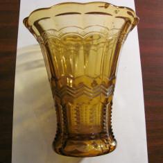 PVM - Vaza veche din sticla galbena model deosebit stare perfecta h = 17 cm