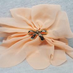 Elastic par tip floare, cu fundita din plastic, culoare crem