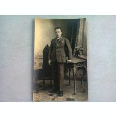 FOTOGRAFIE TIP CARTE POSTALA, BARBAT ANII'20, REALIZATA IN BUCURESTI