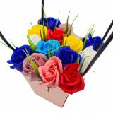 Aranjament floral deosebit 15 trandafiri cutie crem, tip cosulet flori de sapun,