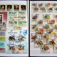 Clasor 250 timbre stampilate + 9 colite + 7 blocuri serii complete, nedantelate