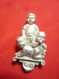 Statueta - Copii -metal argintat , cu semnatura pe spate h= 5,3 cm