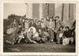 D44 Fotografie excursionisti plasa fluturi anii 1930