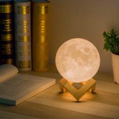 Lampa in forma de luna 3D , 3 leduri,reincarcabila,baza de lemn