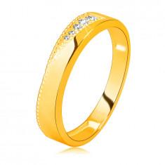Bandă din aur galben de 14 K - zirconii clare într-o crestătură triunghiulară, puncte minuscule - Marime inel: 52