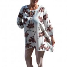 Costum trendy cu pantalon si bluza asimetrica, plamanie
