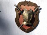 Panoplie veche miniaturala romana,cu armura si doua sabii incrucisate