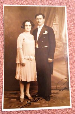 Cuplu. Fotografie tip carte postala datata 1930 - Foto-Pax Ed. Bucovsky foto