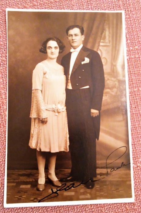 Cuplu. Fotografie tip carte postala datata 1930 - Foto-Pax Ed. Bucovsky