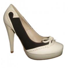 Pantof feminin, nuanta de bej-maro, toc inalt, design chic