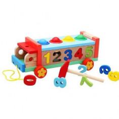 Camion de lemn cu numere