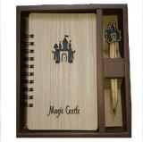 """Agenda gravata, coperti lemn natural, cu pix """"Magic Castle"""""""