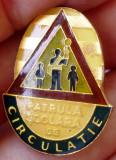I.534 INSIGNA ROMANIA PIONIERI PIONIER PATRULA SCOLARA DE CIRCULATIE h25mm, Romania de la 1950