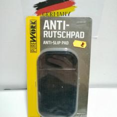 Pad , suport silicon antialunecare bord auto  , 14.3 x 8.2cm
