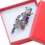 Cumpara ieftin Brosa dama eleganta cu pietricele colorate, model Colour pebbles
