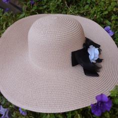 Palarie de dama, de vara, model casual-elegant cu borul mare