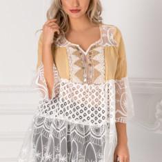 Bluza Lizy bej cu dantela si aplicatie la bust