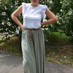 Pantaloni dama lejeri Adelina cu croi evazat si elastic in talie ,nuanta de verde deschis