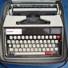 Masina de scris portabila Brother DeLuxe 1350