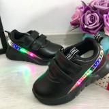 Cumpara ieftin Adidasi negri cu lumini LED si scai pt baieti / fete 26 28 29 31