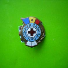 HOPCT ROMANIA  INSIGNA VECHE ECHIPIER SANITAR RPR TRICOLOR  [ 3 ]
