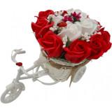"""Aranjament floral trandafiri """"Bicicleta cu flori zambarete"""", flori de sapun, rosu cu alb, Dalimag, 30x17x15 cm"""