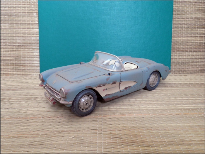 Macheta Chevrolet Corvette (1957) 1:18 Maisto