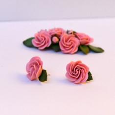 Cercei trandafiri roz