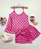 Cumpara ieftin Pijama dama ieftina primavara-vara roz din satin lucios cu imprimeu carouri