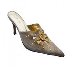 Papuc din piele naturala pe bej sau negru cu model din strasuri