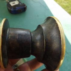 Sfesnic vechi din bronz.