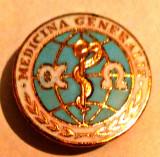 MEDICINA INSIGNA MEDICINA GENERALA ALFA SI OMEGA BRONZ CONTUR ALB 21,90 MM, Romania de la 1950