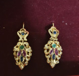 Cercei din aur galben 18K, cu rubine, safire, smaralde si diamante