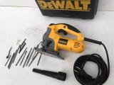 Ferastrau Pendular Dewalt DW331K-qs